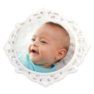 Add a photo to our porcelain filigree ornament give and holiday display a classic, vintage look.