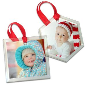 Display your photos in elegance with our custom clear glass ornaments.