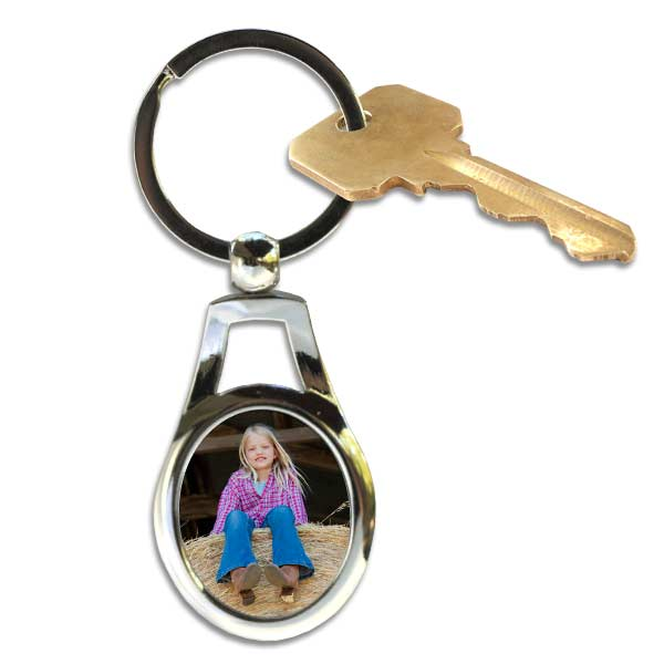 Personalized oval key chain with photo and optional text for your keys