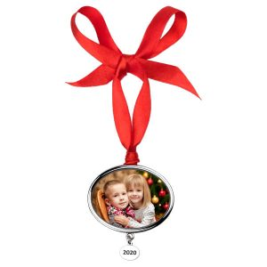 Create an annual ornament featuring a pendant with the current year engraved