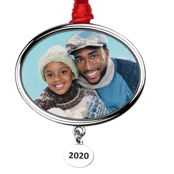 Add your best photo to the ornament and commemorate the year