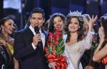 Mario Lopez with the new Miss America Winner
